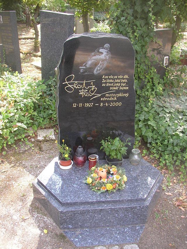 640px-Frantisek_Stastny_grave_Olsany_Cemetery_Prague_CZ_054